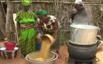 Women parboiling rice in Southern Benin. (Photo credit : AfricaRice)